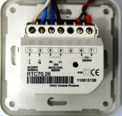 Терморегулятор RTC70.26 (вид сзади). Клеммная колодка для подключения.